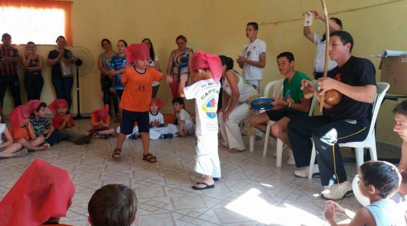 Aulas de capoeira no Pré Escolar Castelinho Encantado.